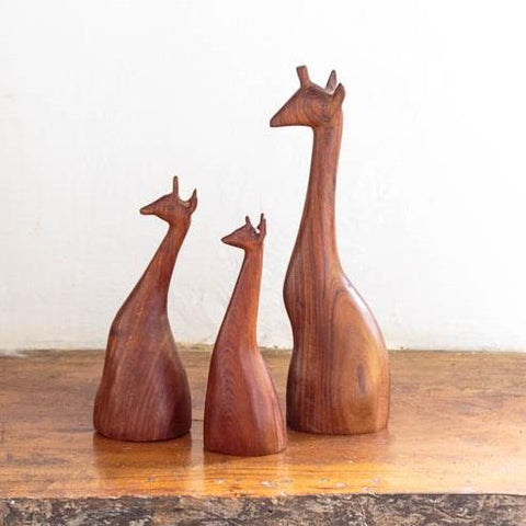 "<span style=""font-size:16px;"" class=""increase-size"">Carved Giraffes</span>"