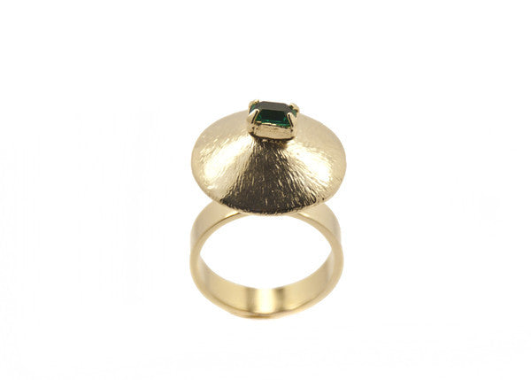 14 kt ring with emerald green swarovski crystal detail