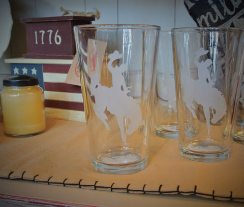 Wyoming Cowboys Pint Glass with Etched Steamboat