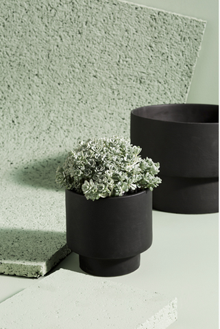 ZAKKIA Podium Pot Medium Black