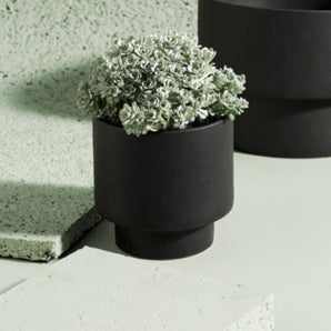 ZAKKIA HOMEWARES Podium Pot | Medium Black