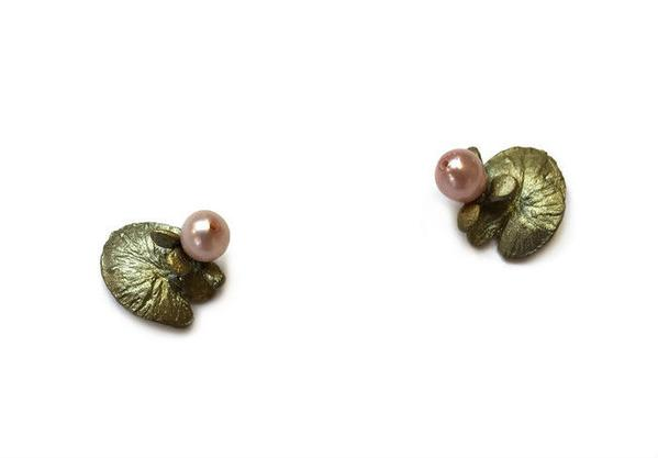 WATER LILY STUD EARRING