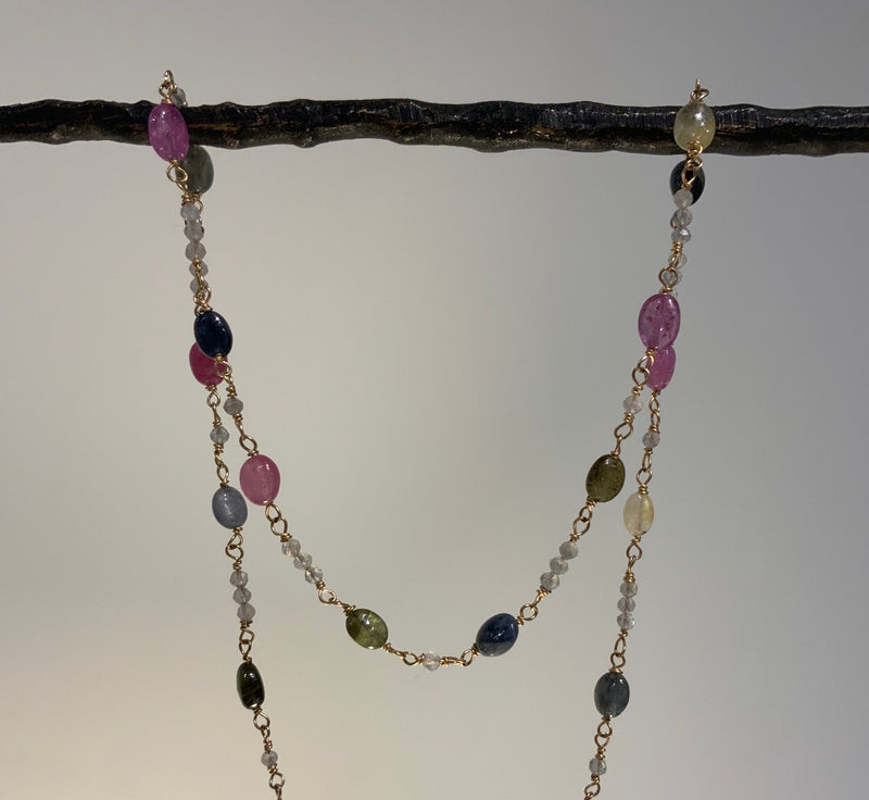 MULTI SAPPHIRE OVALS ALL AROUND WITH TINY LABRADORITE RONDELLES GOLD NECKLACE