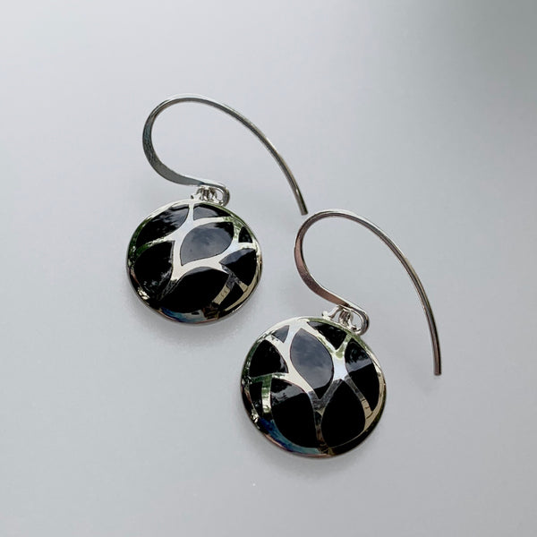 ONYX WAVY INLAY EARRING