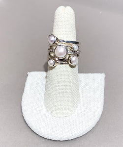 STACKED LOOK RING WITH WHITE PEARL