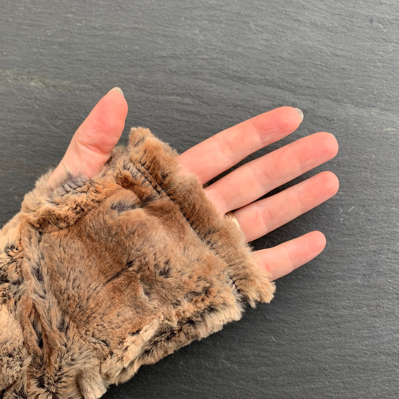 FAUX FUR FINGERLESS GLOVES IN GOLDEN BROWN