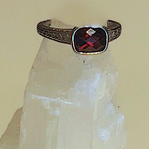 14K WHITE GOLD GARNET RING