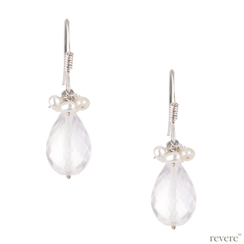 This adorable sterling silver earring with white freshwater pearl and rose quartz gemstone is here to accentuate your feminine charm. Perfect for a stunning addition to your accessories.