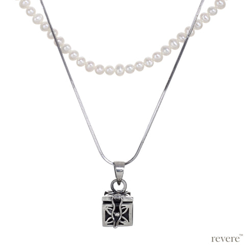 Dive into the magical temptation of this stunning Budhhist box pendant in attractive design made of sterling silver.The neckpiece features a 2 strand design, one strand of white pearls and a second of sterling silver chain and a beautiful Budhhist pendant in sterling silver.