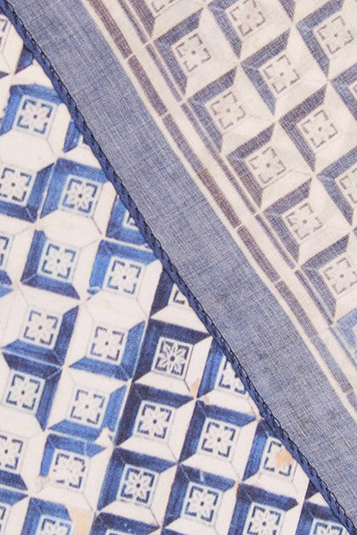 A Tale of Tiles Optical Square Scarf. A Tale of Tiles Optical Square Scarf   Bainha de Copas