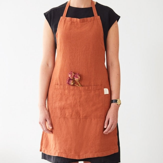 Washed linen apron in Rust