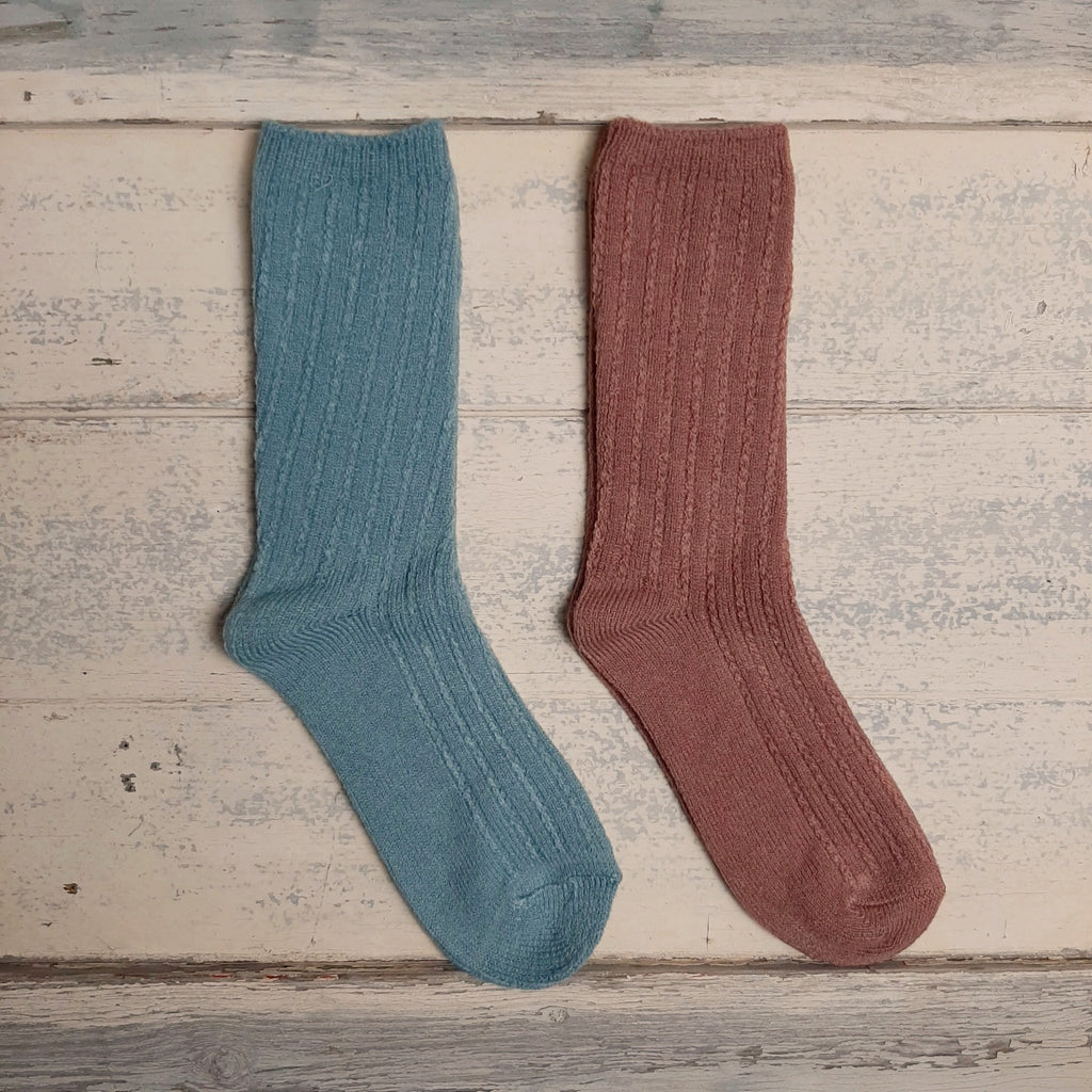 Cable Knit Socks - closetandbotts