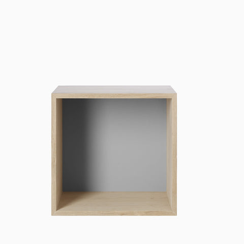 Muuto Stacked System Medium Oak with Grey Backboard