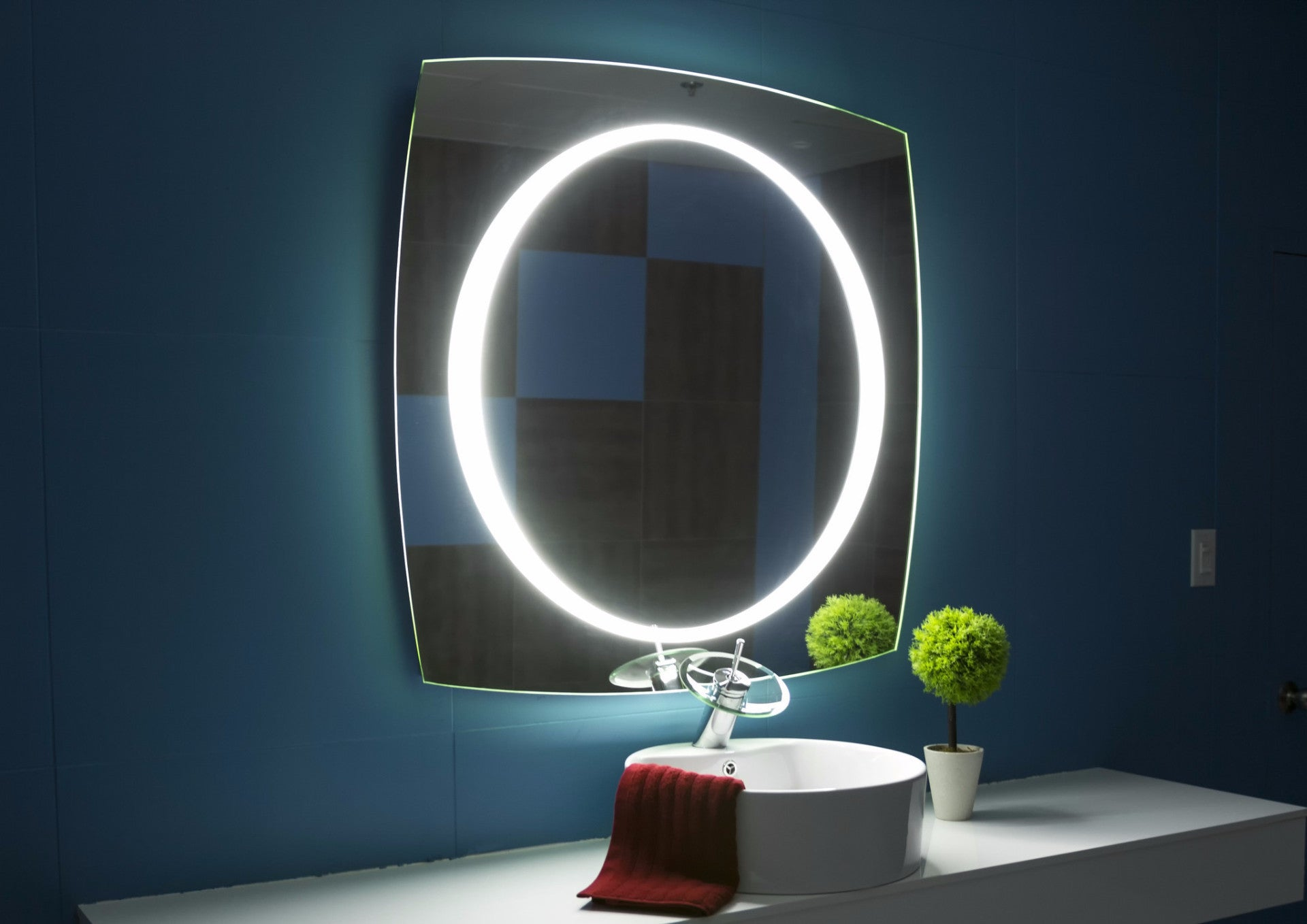 dimmable lighted mirror halo 40 x 40 ib mirror. Black Bedroom Furniture Sets. Home Design Ideas