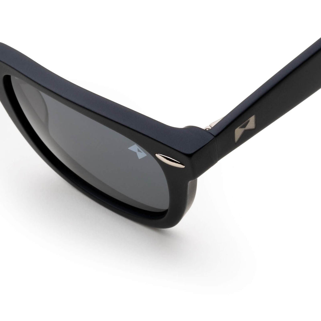 Polarized / Black Non-Polarized / Black