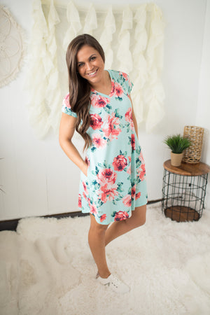 Mint & Coral Floral Vneck Pocket Dress (SM-3X)