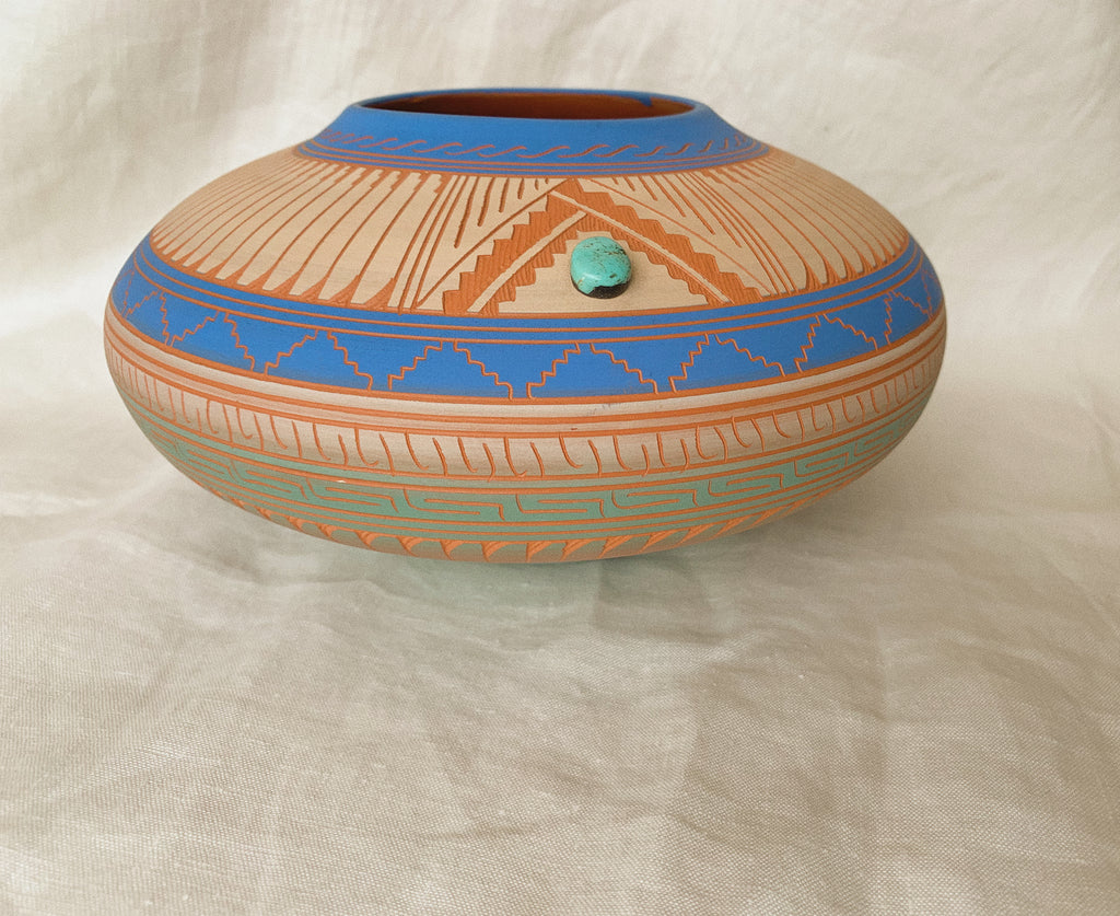 MEDIUM ROUND POTTERY - NAVAJO