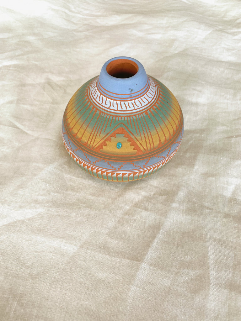 MEDIUM VASE POTTERY - NAVAJO