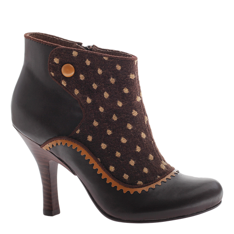 Poetic Licence, Game Plan, Dark Brown, Bootie pump