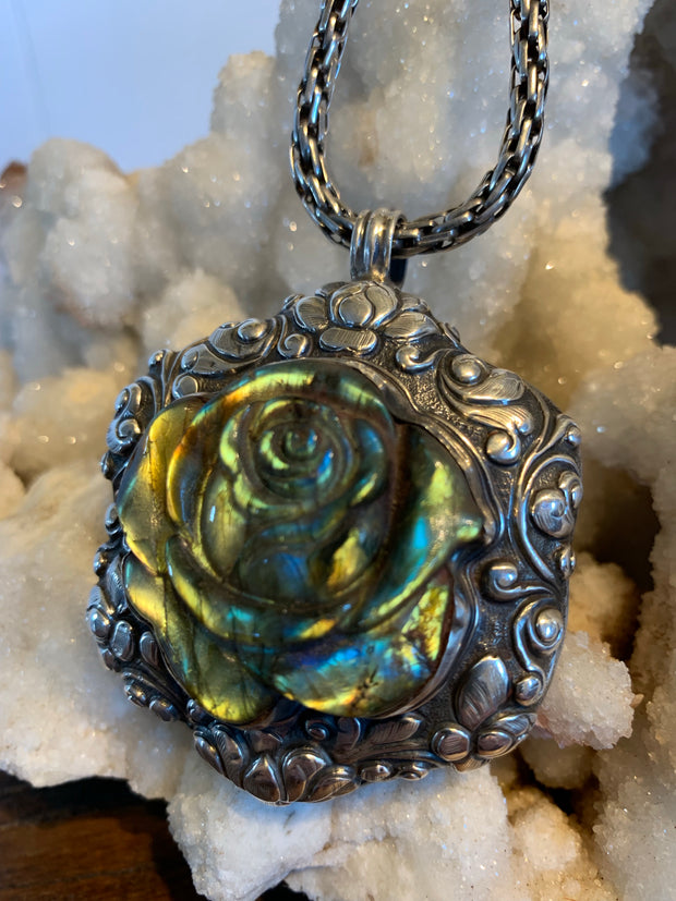 Labradorite Rose Pendant - Floating Lotus