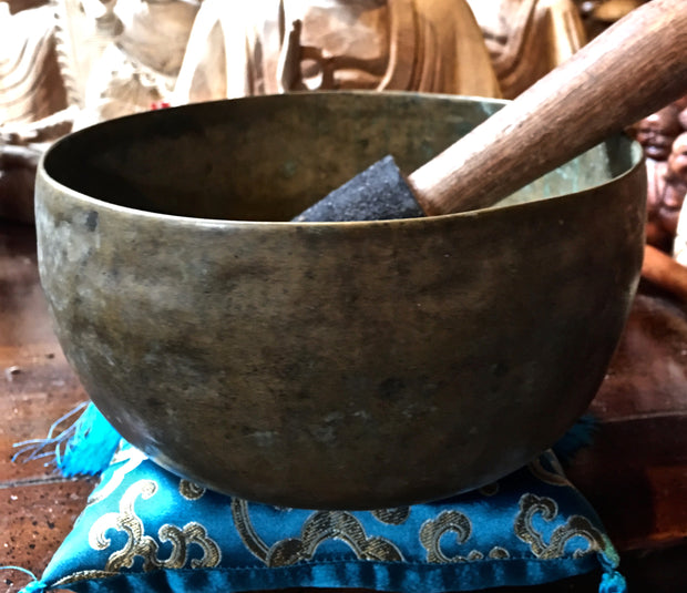 Antique Heart Chakra Tibetan Singing Bowl - Floating Lotus