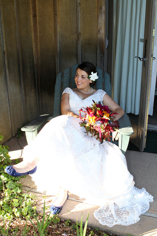 The Thanksgiving Bride and her bouquet by Gorgeous and Green