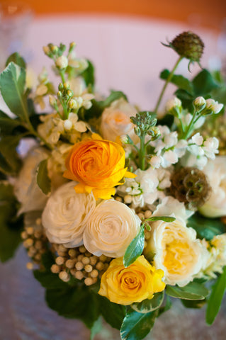 closeup of the sweetheart table arrangement for a wedding at the Mill Valley Outdoor Art Club, by Gorgeous and Green