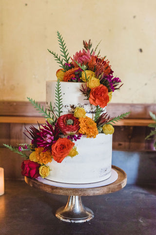 The Fabulous Natty Cakes Cake and beautiful flowers