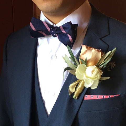 Boutonniere, small event order ($400 minimum)