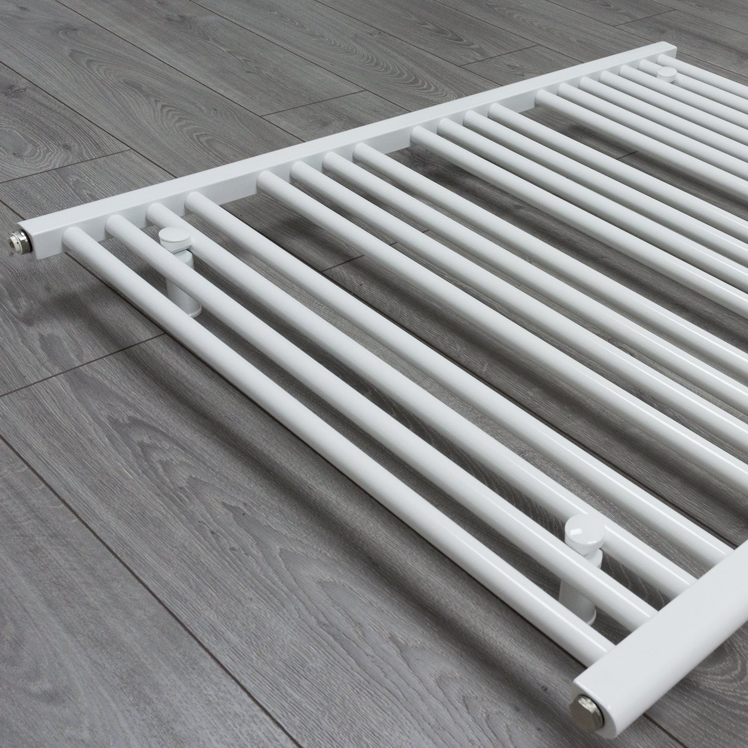 750mm x 1400mm White Heated Towel Rail Radiator Close Up Image