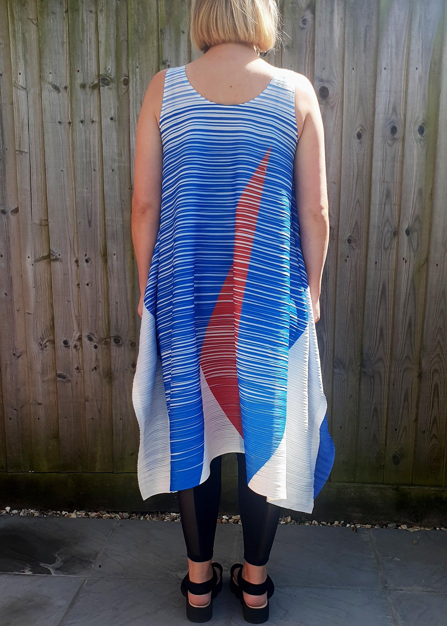 THANNY TIGHT PLEAT ABSTRACT DRESS