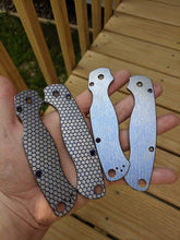 Load image into Gallery viewer, Spyderco Paramilitary 2 Titanium Scale Set