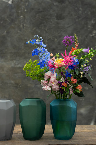 Diamond vase - handmade and statuesque art vase for bouquets between 35 and 85 euros