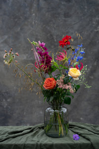 Fidrio - A smokey classic vase for bouquets between 25 and 55 euros