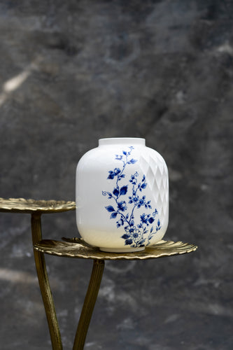 Blauw Vouw - Porcelain vase for bouquets between 45 and 85 euros