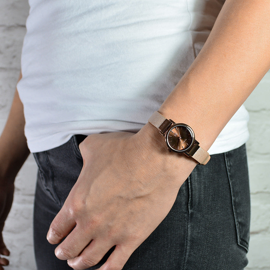Ladies leather watch in brown with a pink strap