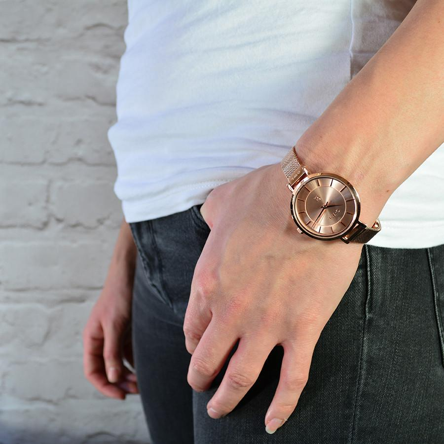 Rose gold mesh watch, in a mid size case