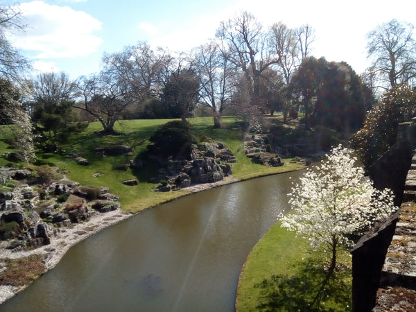 MOATS AND MAGNOLIAS: SPRING AT ELTHAM PALACE