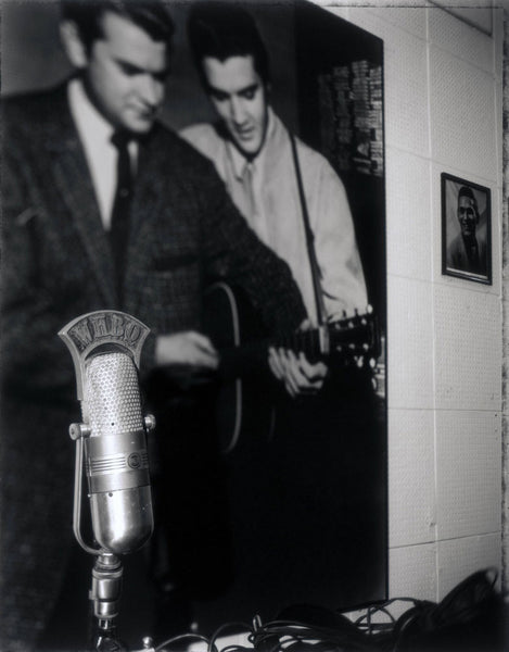 "Das Mikrophon der Radiostation WHBQ<BR/> die Elvis Single ""That's all right Mama"" 1954 zum ersten Mal spielte"