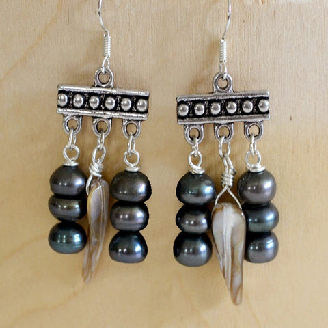 freshwater pearl earrings grey