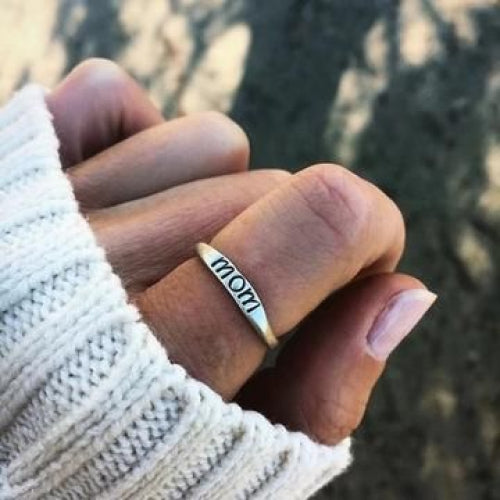 'Mom' Engraved Elegant Ring-Daily Steals