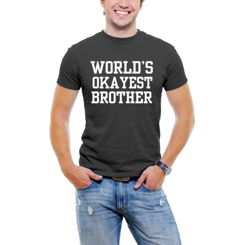 """World's Okayest Brother"" T-shirt Funny Serif Font pour hommes-Black-XL-Daily Steals"