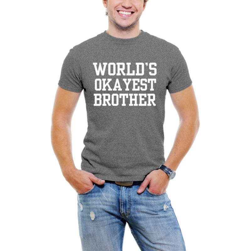 """World's Okayest Brother"" T-shirt Funny Serif Font pour Men-Dark Grey-3XL-Daily Steals"