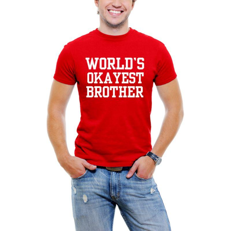 "T-shirt ""Police Serif drôle"" pour les hommes-rouge-3XL-Daily Steals ""World's Okayest Brother"""