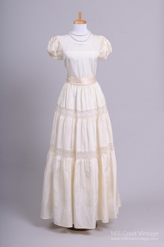 1940\'s Peasant Lace Vintage Wedding Gown