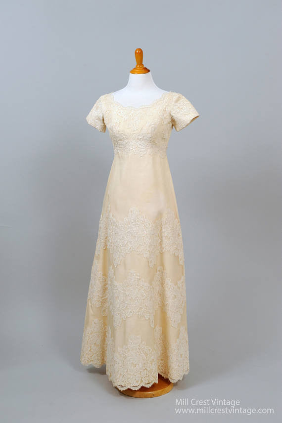 Lace Vintage Wedding Dress.1960 Chantilly Lace Vintage Wedding Gown