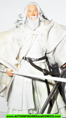 Lord of the Rings GANDALF THE WHITE CLOTH CAPE toy biz complete hobbit