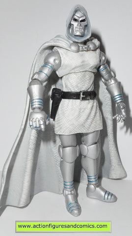 marvel universe DR DOOM future foundation white suit 2012