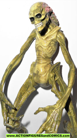 Aliens Resurrection NEWBORN ALIEN & FACEHUGGER kenner signature