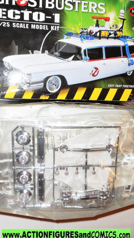 ghostbusters ECTO-1 1:25 scale car model kit polar lights 2013 moc mib